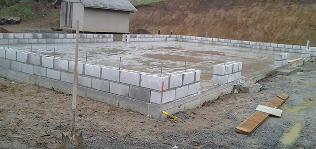 Block masonry foundation for a new garage